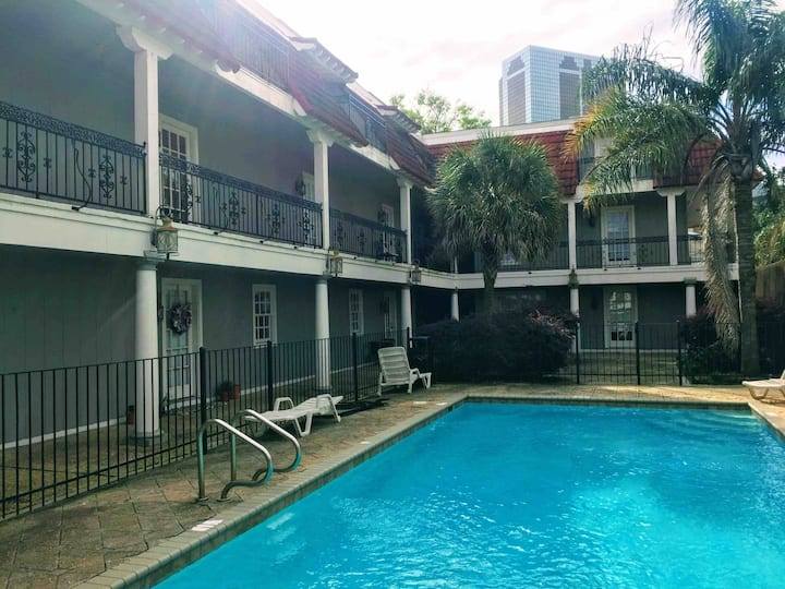 Condo on Lake! Awesome location! Perfect Long Term