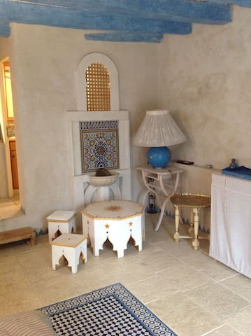 studio indépendant plain pied dans maison ancienne - La Ravoire - House