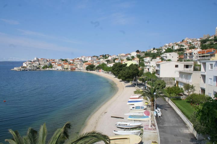 Studio flat near beach Igrane, Makarska (AS-2679-b)