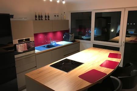 Komfortable Wohnung mit schöner Küche - Merzhausen - Apartmen
