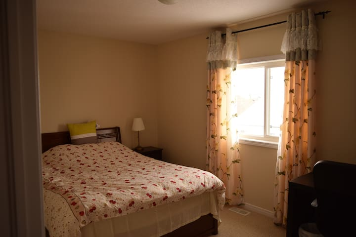 Private double room with queen bed - Waterloo - House