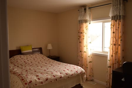 Private double room with queen bed - Waterloo - Haus