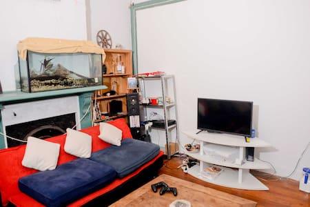 Comfortable private furnished room! - Darlington - Rumah