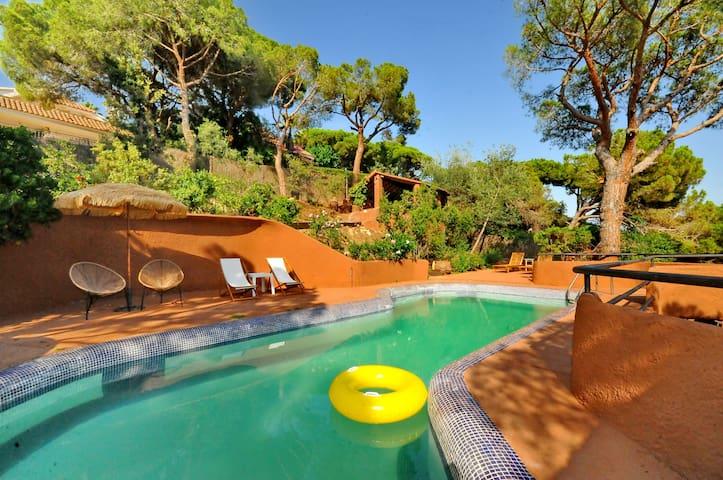 Estupenda casa para 7 con piscina e increibles vistas en Cabrils