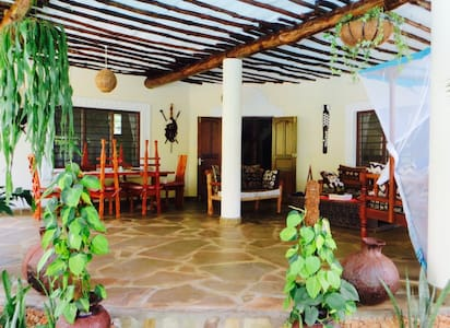 Villa Mara, luxury with African touch. - 迪亚尼海滩(Diani Beach)