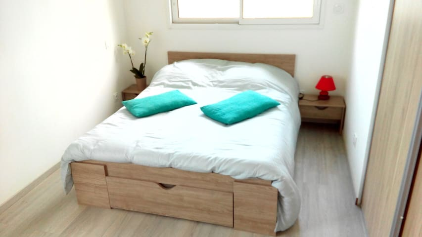 Chambre 1 Lit 140  avec possibilité lit d'appoint 1 place supplémentaire