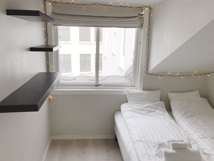 Bedroom with tv, bed 160