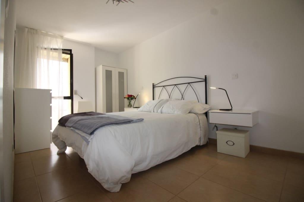 Ocean-view and quiet bedroom