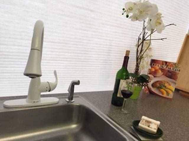 Near TRAIN,1hr to NYC,by I95,own bath & CHIC - Bridgeport - Appartement