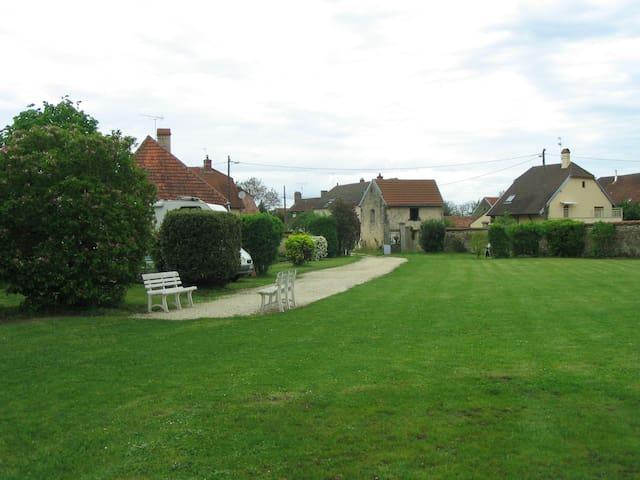 Maison d'hôtes La Coutrotte Becquine - Heuilley-sur-Saône - Casa de huéspedes