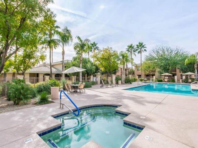 Desert Breeze Villas - West Phoenix