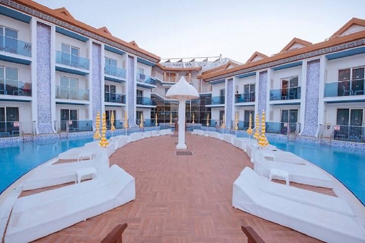 OCEAN BLUE HOTEL STANDARD ROOM POOL VIEW