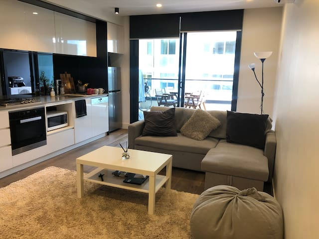 Cozy one bed apartment in the heart of South Yarra