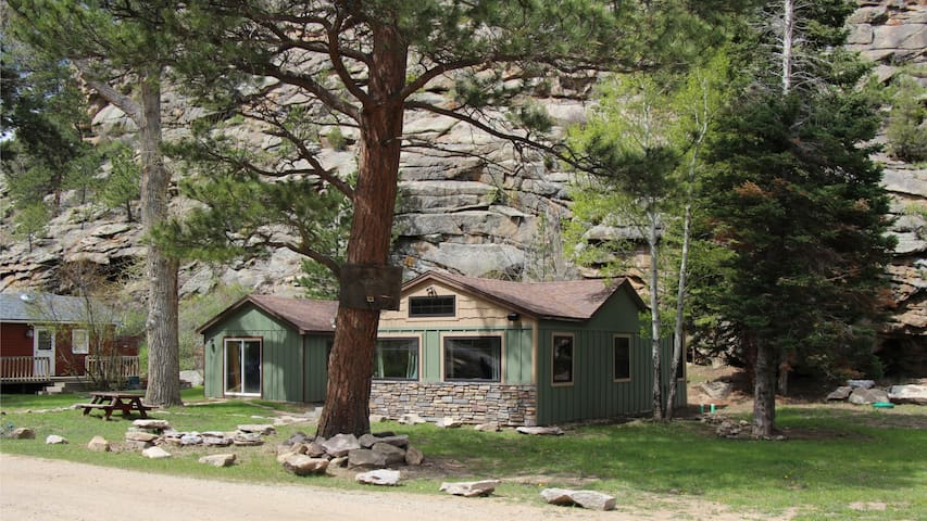 Rocky Mountain & Big Thompson River Getaway