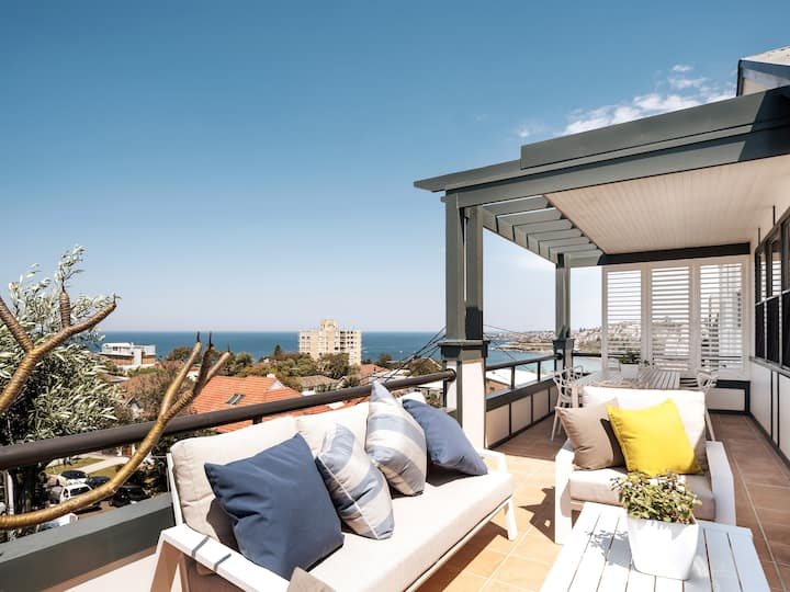 Ocean views and spacious comfort at Coogee Beach!