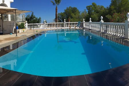 Large quality room with private entry and bathroom - Fuengirola - Villa