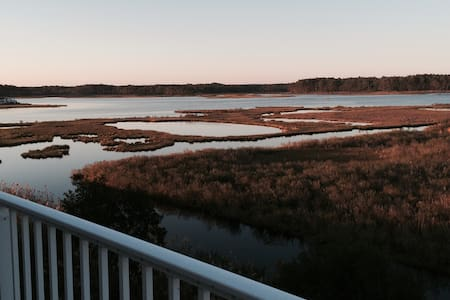 Stunning Waterfront TH near beach - Selbyville - House