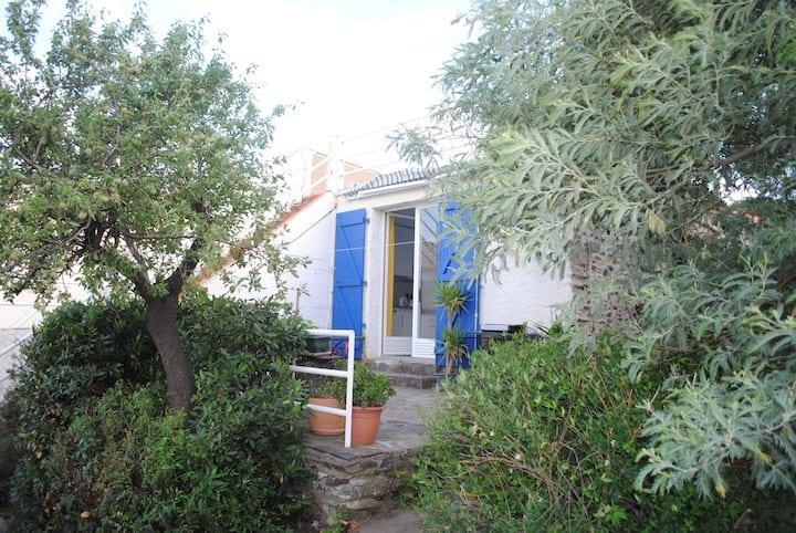 Petite maison calme et isolée, jardin, vue mer