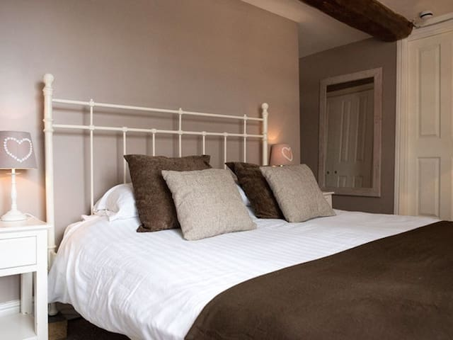Double Ensuite Room in 16th Century Coaching Inn
