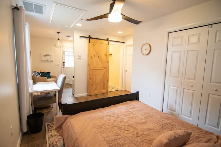 Modern Suite Near Downtown Lancaster