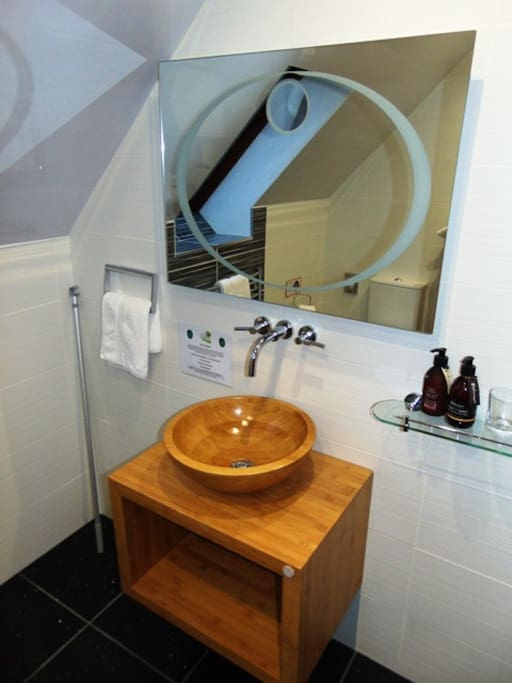 En-suite wash basin