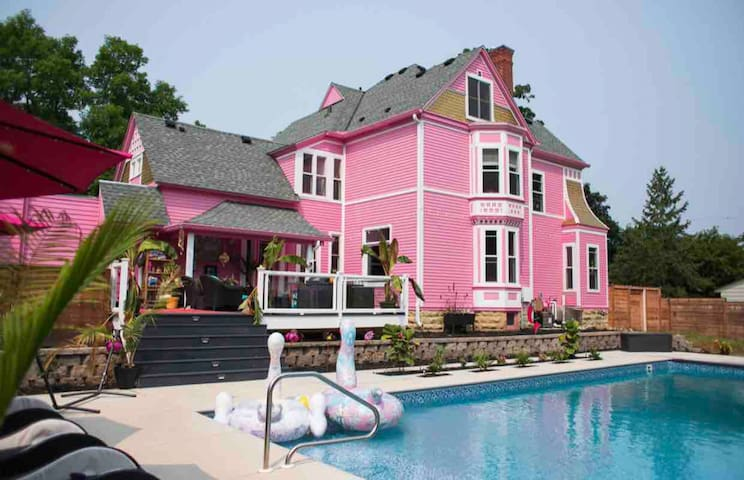 Pink Castle Babe Cation Getaway W Private Pool Houses For Rent