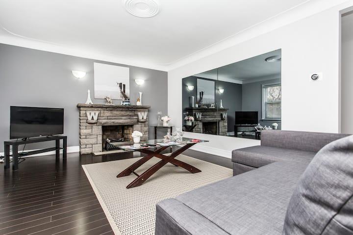 Elegant Luxury Plus Suite, Close to Niagara Falls!