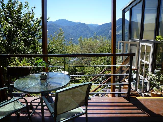 視野絕佳的觀景陽台 自然通風與採光的舒適乾淨套房 - Ren'ai Township - Minsu (alojamiento típico taiwanés)