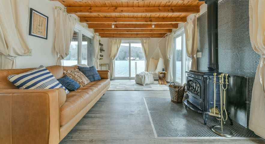 ★Lake Sunapee Overwater Cottage★Instaworthy Decor★