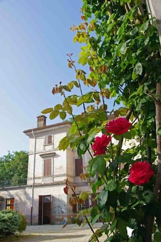 A holiday in an historic mansion - Valenza - Casa de camp
