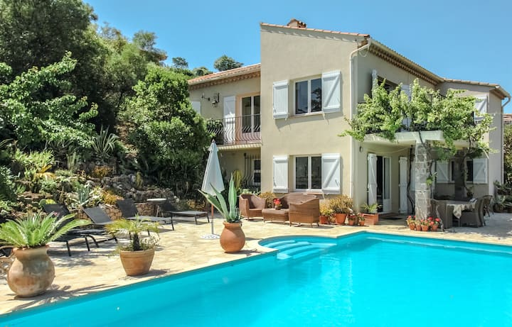 Villa with sea view, airco and big private pool