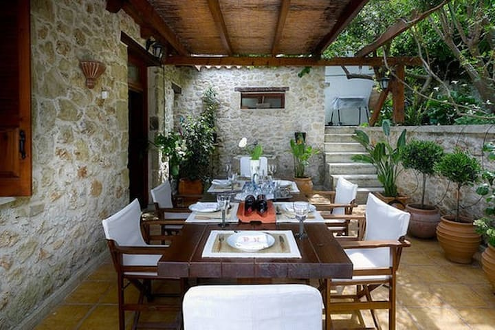 "Cretan ""Villa Memories"" in Houdetsi Village!"