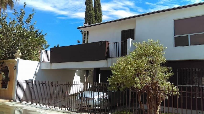 Spacious 4 bedroom house in Rincones de San Marcos