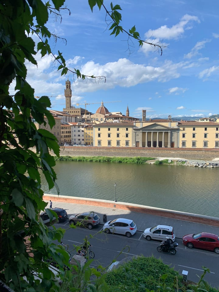 3 minutes from Ponte Vecchio,10 minutes from Duomo