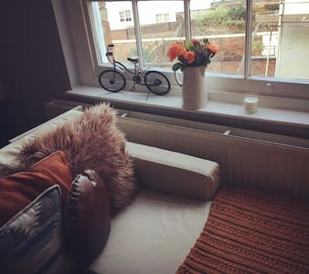 Whole Apartment for 2 - 10 min walk to Racecourse - Cheltenham - Appartement