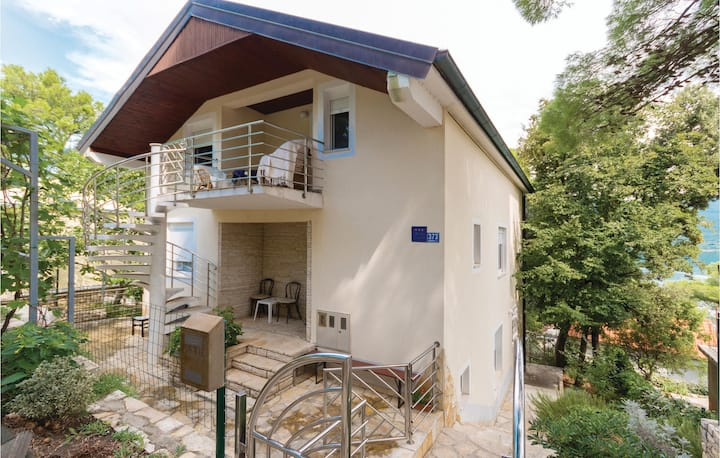 Beautiful home in Donji Karin with WiFi and 2 Bedrooms