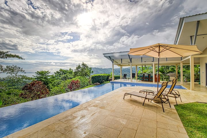 Beautiful ocean view house with private pool, private gas grill and more!