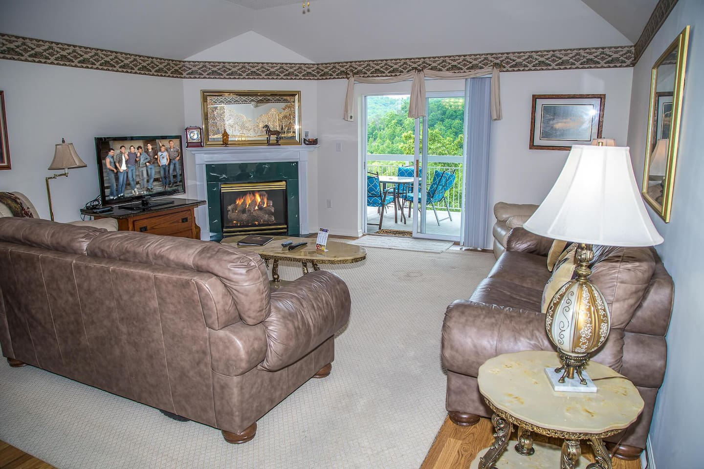 Unbeatable MTN View! King Beds, Jacuzzi, Full Kitchen, Indoor Pool, Fireplace
