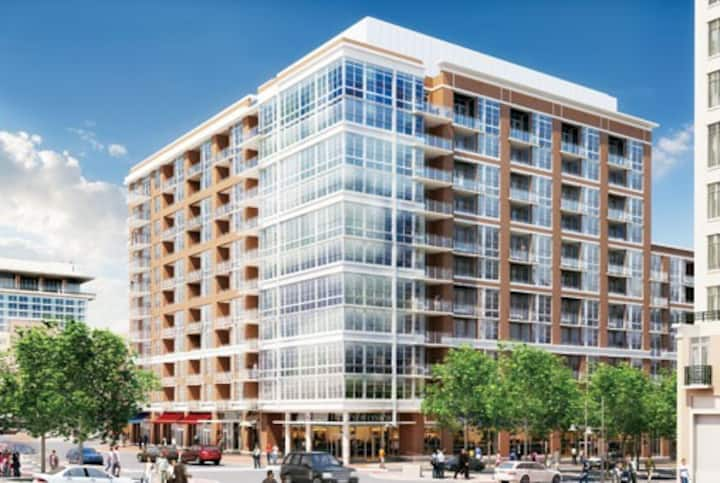 National Harbor Waterfront - $2295 pm + Elec/Cable