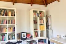 Sala de lectura y escritorios