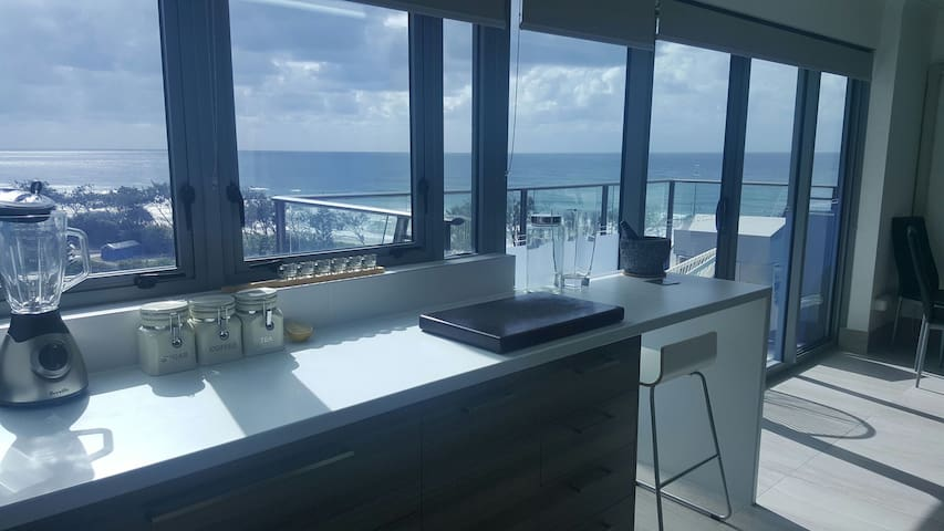 Gorgeous views from 6th floor!! - Maroochydore - Apartamento