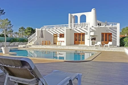 Stylish villa, amazing pool area, nearby the ocean
