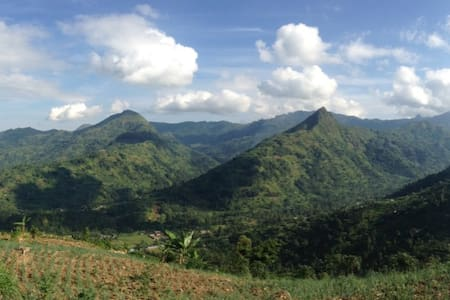 Home in lush, mountainous landscape - Bududa - 独立屋
