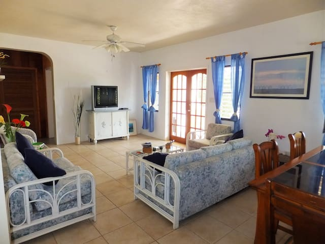 Vacation Home in Caribbean Paradise - Lower South Hill - Apartamento