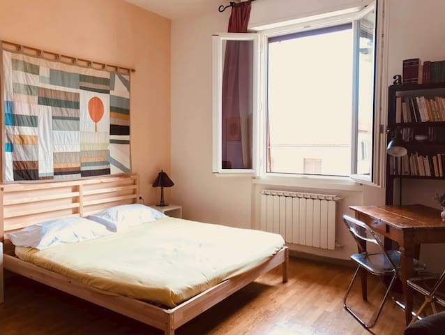 A bright room close to the city center !