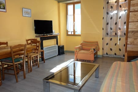 APPARTEMENT BOURG LARUNS 0647323257 - Laruns