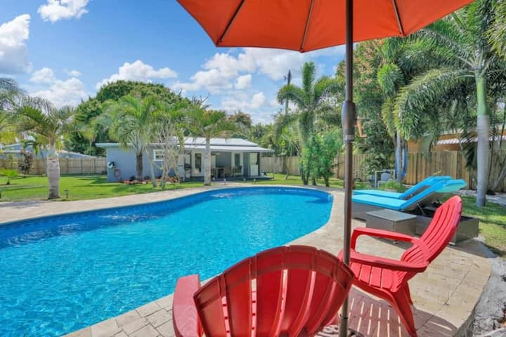 WILTON PALMS, unit 102, Charming oasis with a pool