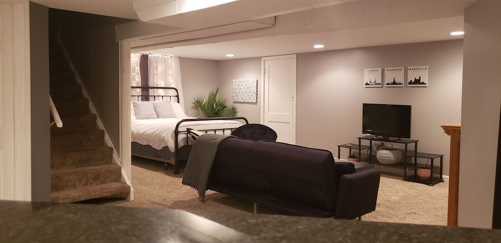 Stunning Private Guest Suite 5 miles from Downtown