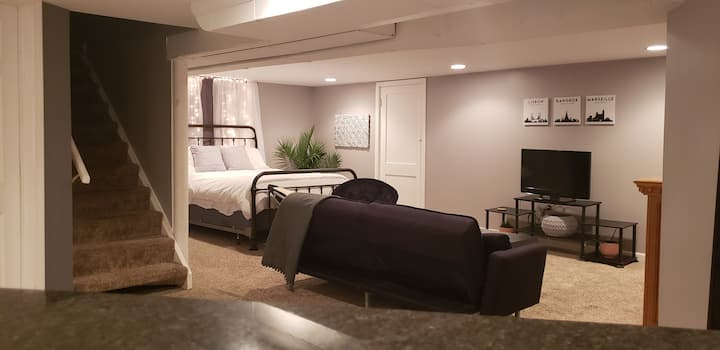Cozy Private Lower Level Guest Suite 5mi to DwnTwn