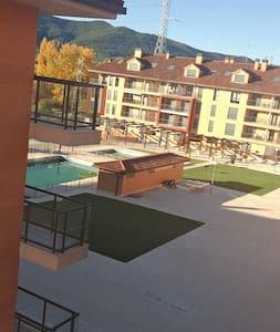 Acogedor apartamento con piscina en Jaca